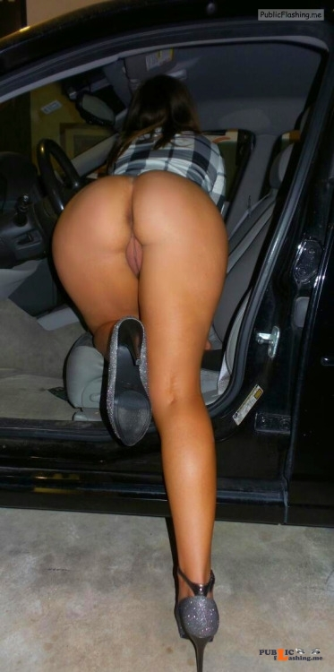 Public flashing photo nopantysarethebestpantys: Sweet bottomless ass entering the car Public Flashing