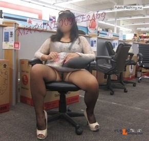 No panties mw2469: walmartflash: mw2469: Anyone want to come shopping... pantiesless Public Flashing