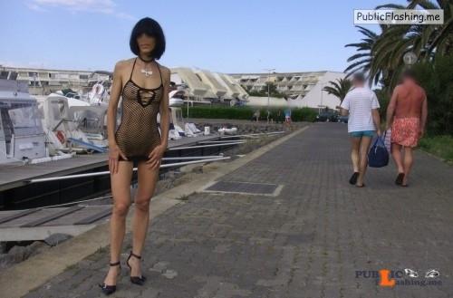 Public nudity photo http://ift.tt/2xT1btY Public Flashing