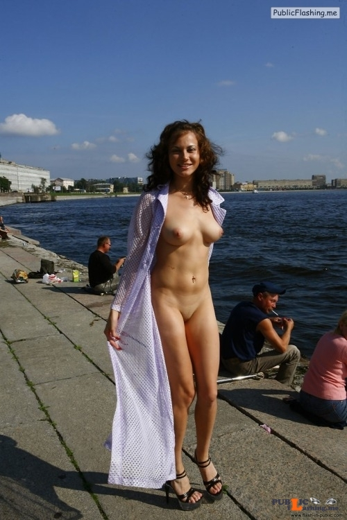 Public nudity photo http://ift.tt/2xT1btY Public Flashing