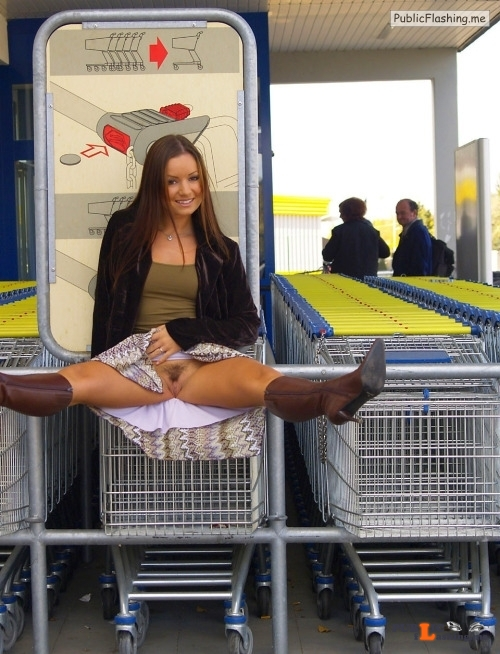 Public flashing photo flashthegash: Brunette shopping commando style Public Flashing