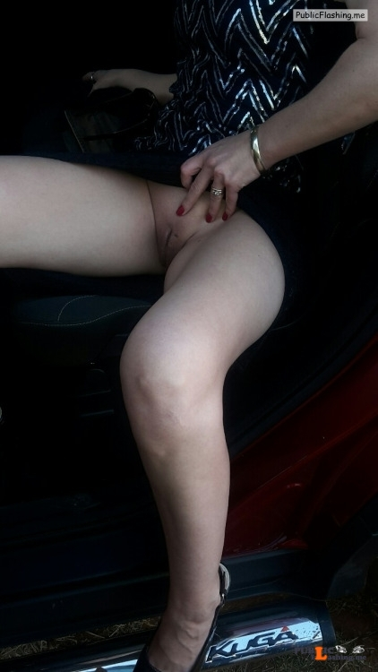 No panties kennandhisqueen: kennandhisqueen: feistylittleleopard: Hi... pantiesless Public Flashing