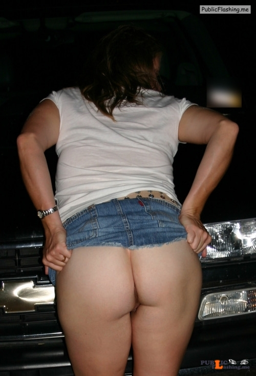No panties sexycougarhotwife: Just lifting my skirt in public… pantiesless Public Flashing