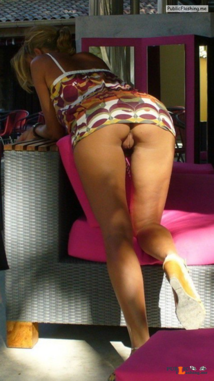 No panties This girl used to submit to me a couple of years ago. Check #xxi... pantiesless Public Flashing