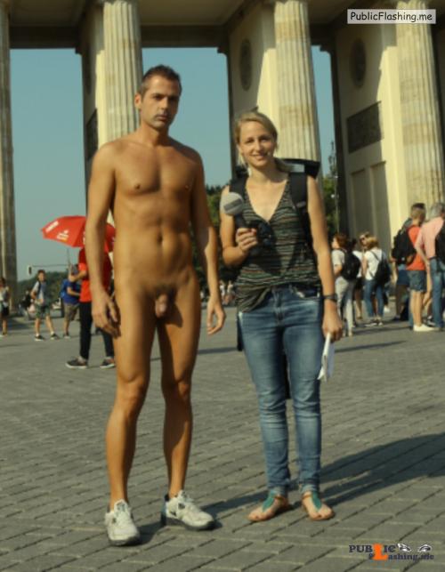 Public nudity photo pegeha:Ob ich mich das mitten in Berlin auch getraut... Public Flashing