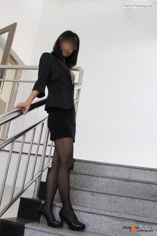 jingguanqibian: 老婆的日常暴露随拍骚老婆已经被我调教到随时随地都能露出了,平时也很少穿内衣骚货们的福利直播APP... flashing in public picture Public Flashing