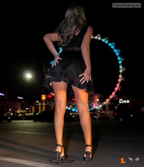 No panties lucky 33: April 2017The High Roller at the Linq Promenade pantiesless Public Flashing