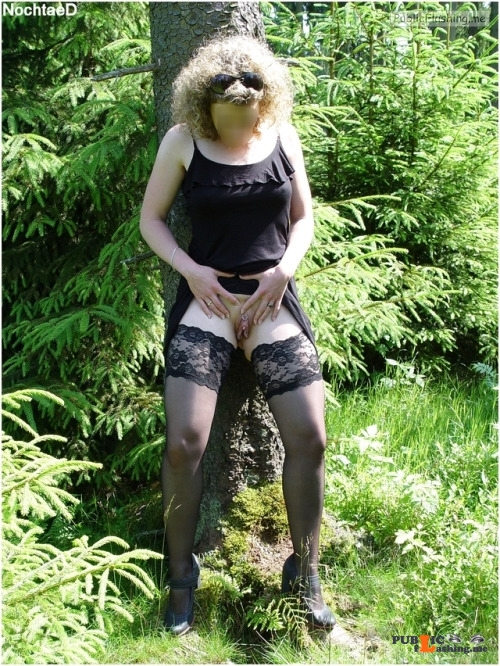 No panties alistergee: Regen ?   Nein, heute Morgen war es sehr sonnig. ☀? pantiesless Public Flashing