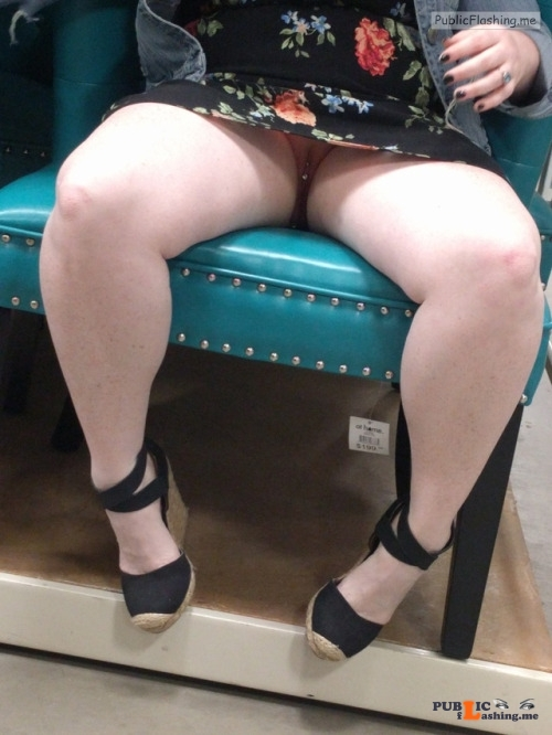 No panties juicykitty85: It's dress season. pantiesless Public Flashing
