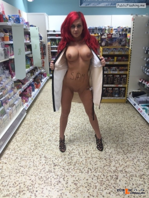 Public exhibitionists nudeandnaughtyflashing: Roxi Keogh (@RoxiKeogh)I just found her... Public Flashing