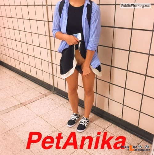 No panties petanika: Another from the subway station. I wonder what will... pantiesless Public Flashing
