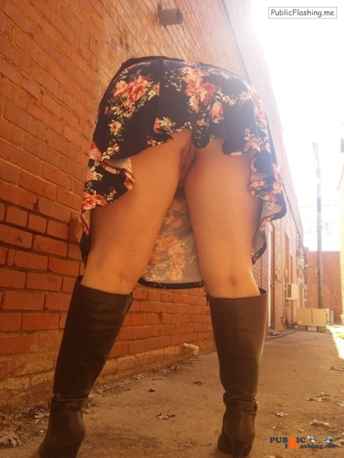 No panties juicykitty85: salntandslnner: Some high healed boots and no... pantiesless Public Flashing