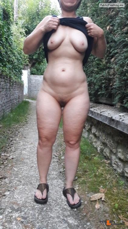 No panties lespetitssecretsdemila: Mais jétais totalement nue sous ma... pantiesless Public Flashing