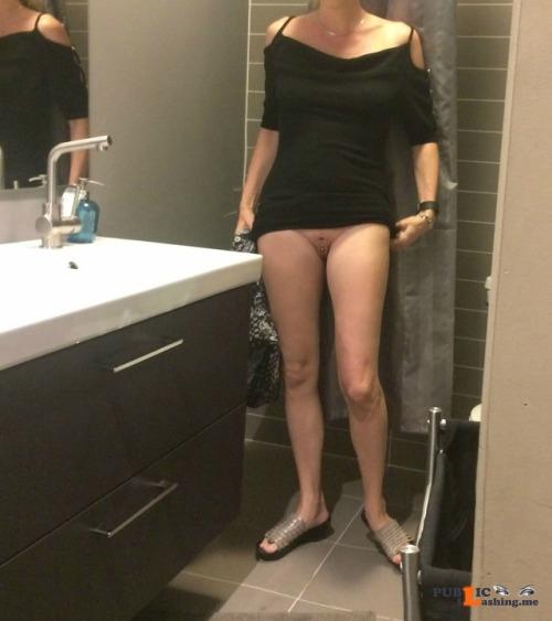 No panties adventurousanalslut: Lees verder Happy commando friday pantiesless Public Flashing