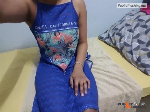 No panties aisha4all: Estrenando vestido azul…a lo mejor es demasiado... pantiesless Public Flashing