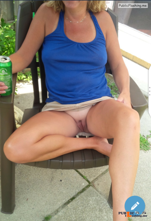 No panties Love summer and short skirts I love the view, thanks for the... pantiesless Public Flashing