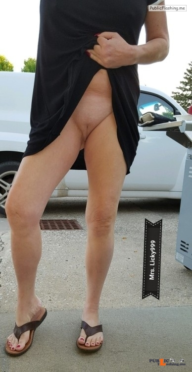 No panties naughtydare: Happy commando Monday!A little trip on Indian... pantiesless Public Flashing