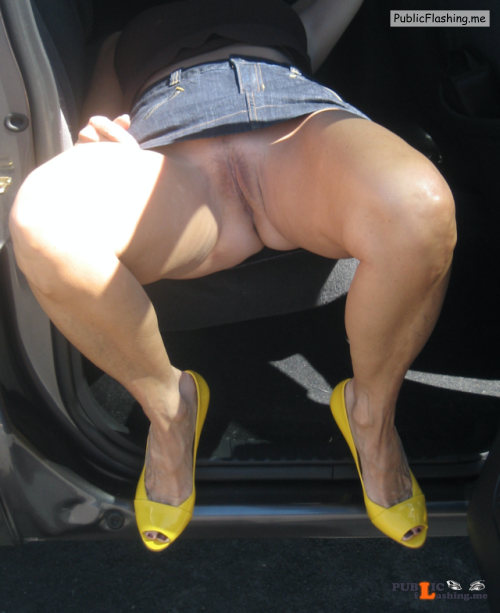 No panties exhibitionist flasher: Very sexy pantiesless Public Flashing