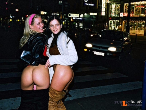 Public flashing photo mooning girls:Mooning Public Flashing
