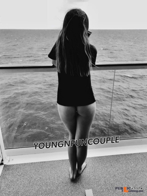 No panties youngnfuncouple: Why wear pants when you are on vacation? 🙄 pantiesless Public Flashing