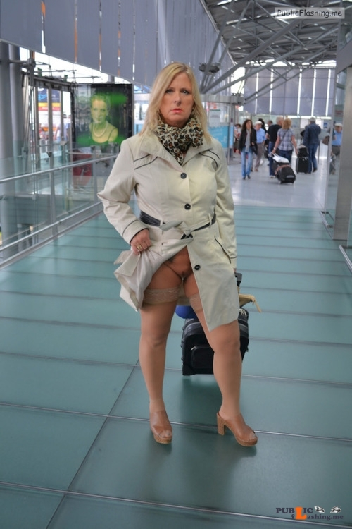 No panties nudechrissy: starting my next trip from the airport without... pantiesless Public Flashing
