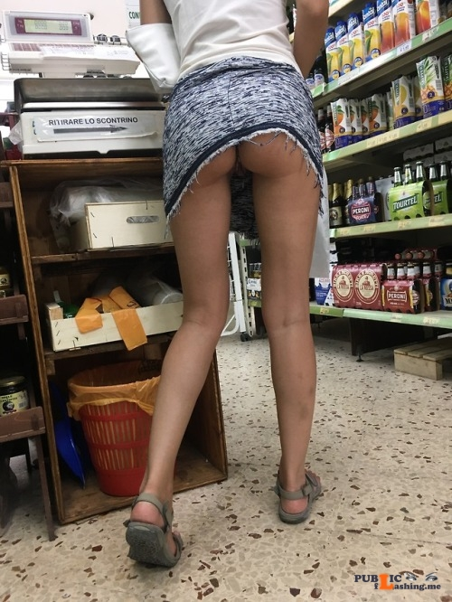 No panties rastal04: Spesa sexy.Sexy shopping.Please reblog! pantiesless Public Flashing
