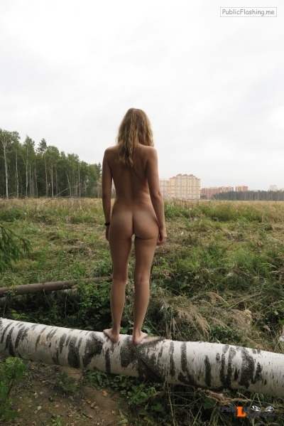 Outdoor nude selfshot Thx to @alicerevelation for these hot & sexy outdoor pics!!! Public Flashing