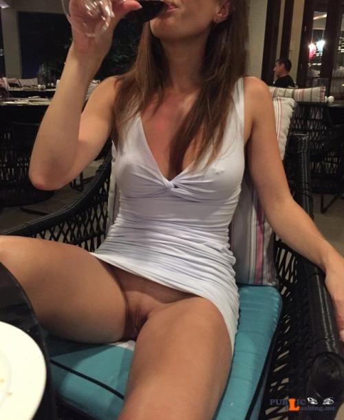No panties shiiiyeah: Love a fresh pussy… breezy! pantiesless Public Flashing