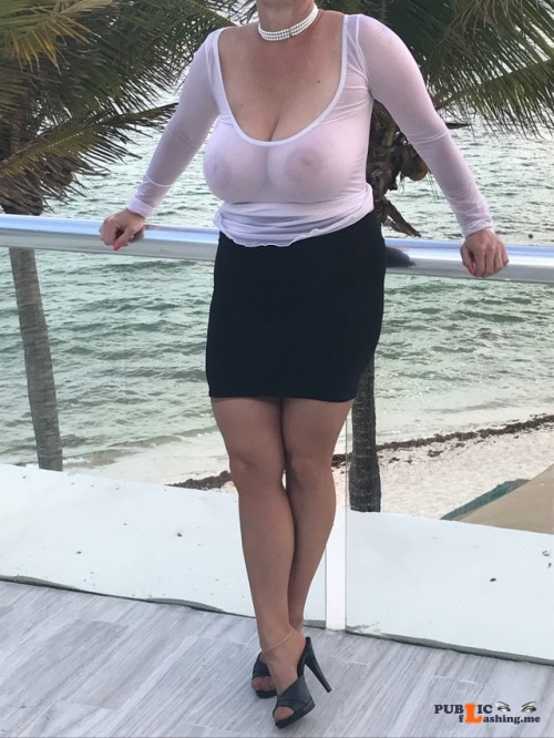 Exposed in public Beautiful heavy breasts… Public Flashing