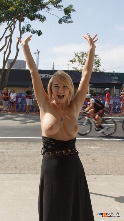 Public exhibitionists happyembarrassedbabes: Letting loose by myotherspecialalt Public Flashing