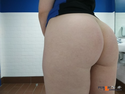 No panties coachjuicebox: lesbihonest, my ass is my best asset✨ i have no... pantiesless Public Flashing