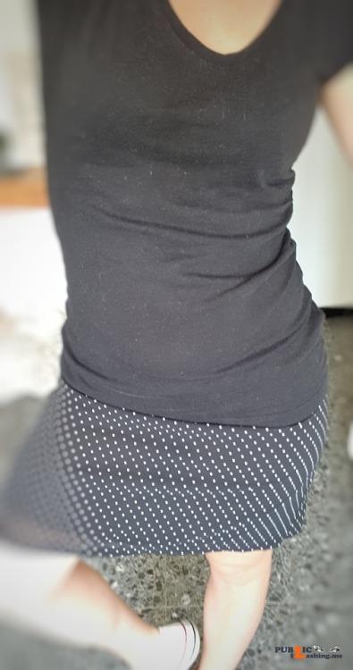 No panties yourlittlesweetkitten: 12 juin 🌞 @wayoftantra travaille bien... pantiesless Public Flashing