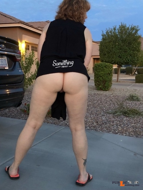 No panties somethingsweet02: Milf Monday. No panties today. pantiesless Public Flashing