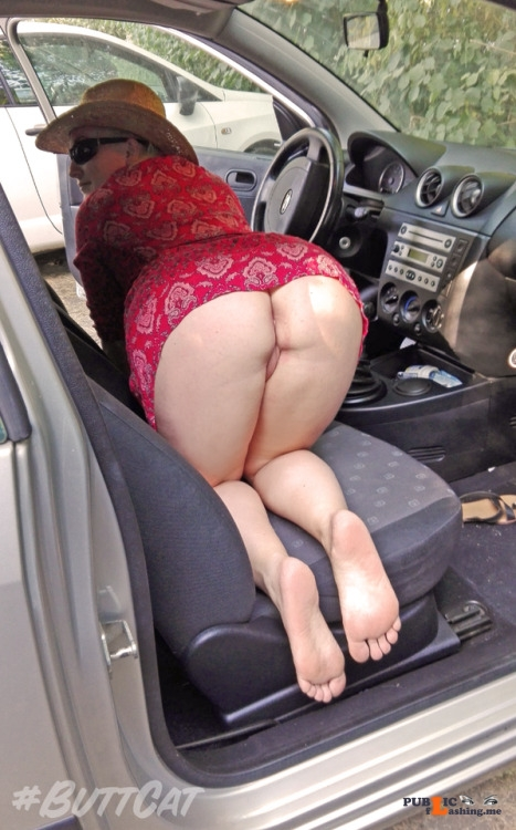 No panties mastersbuttcat: justbuttcat:I searched something in the car on... pantiesless Public Flashing