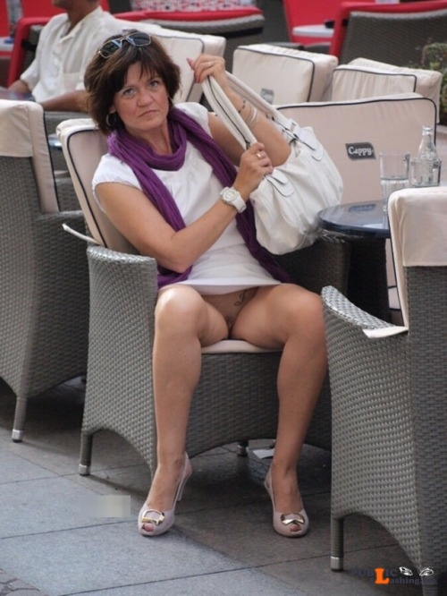 Exposed in public Sexy MILF… Public Flashing