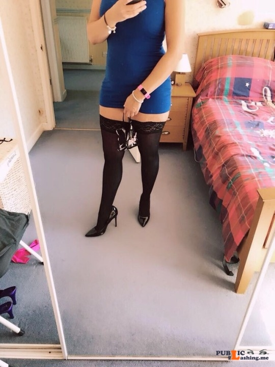 No panties southcoastmilf: It's Friday, so that means it's High Heels and Commando.. Have a good one all..... pantiesless Public Flashing