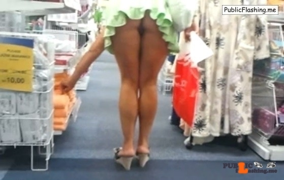 Amateur upskirt ass flash no panties in supermarket VIDEO