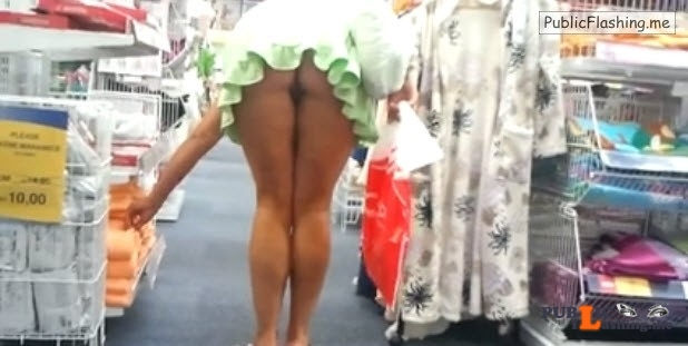 Amateur upskirt ass flash no panties in supermarket VIDEO Public Flashing
