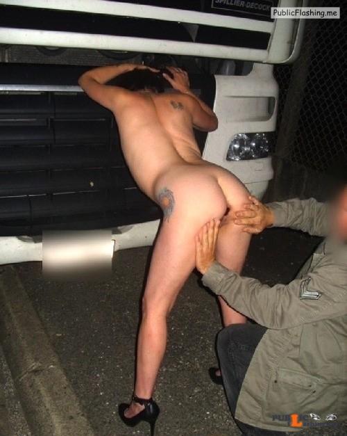 Ass flashing hurenabrichter: devoteamateurfotzen:Devote Fotzen von... Public Flashing