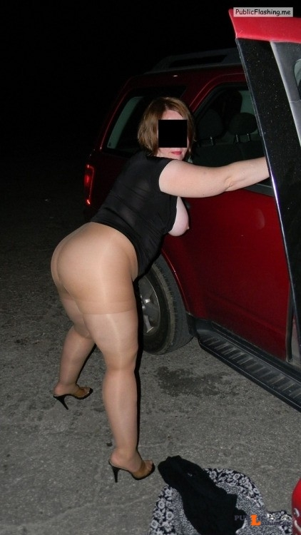 Ass flashing hd2002: phoselover94: tightsnpanties: MILF out dogging sexy... Public Flashing