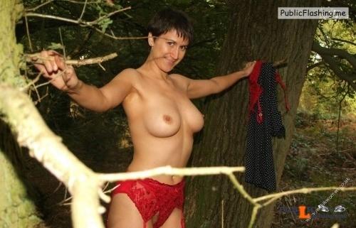 Ass flashing hotbritishmums: Stunning housewife from Borrowstounness... Public Flashing