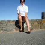 No panties julie-gomez-46: mais bien sur mon mari m'avait pressée pour… pantiesless