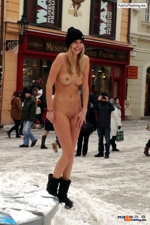 Public nudity photo genre-snow: SNOW THEME: BEAUTIFUL WOMAN in the SNOW SPECIAL…