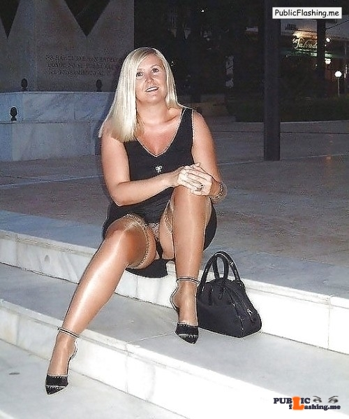 Ass flashing hot-voyeur-pics: Voyeur,upskirt,downblouse pics at…