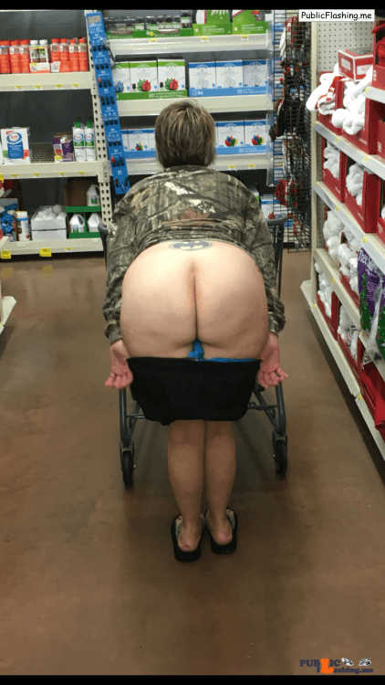Ass flashing countryboy985: Showing off her goods at the store…