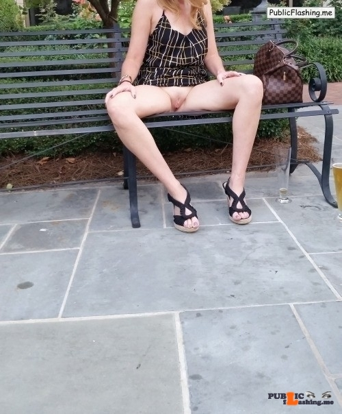 No panties posther: Open in public… pantiesless