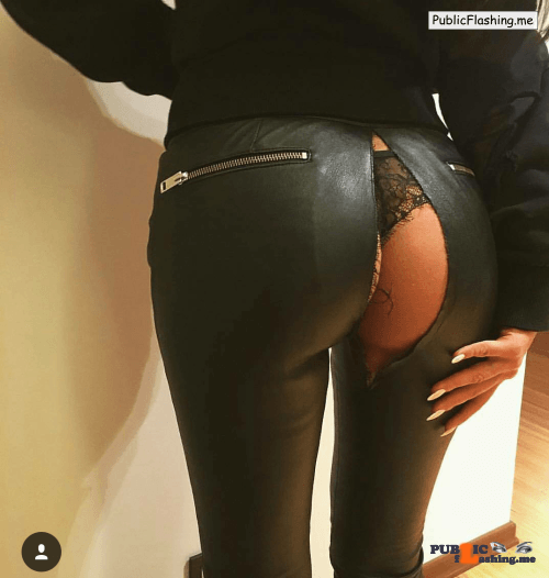 Ass flashing Photo