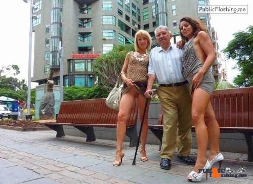 Public flashing photo nopantysarethebestpantys: Best day ever for the old guy…