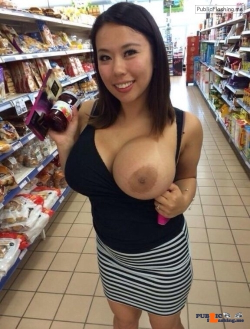 Public exhibitionists the-flashing-babes: supermarket hottie