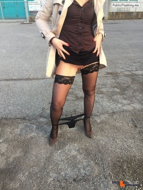 Public Flashing Photo Feed : No panties noicoppiaerotica: Jennifer o le togli o le metti? Non puoi… pantiesless